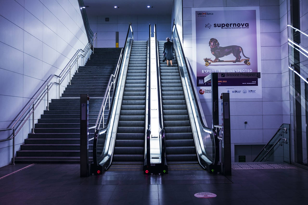 escalators-1838971_1280.jpg